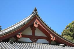 懸魚、奥河内で寺社の破風を飾る【葉隠の美】