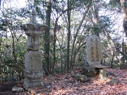 河内 烏帽子形城 探訪記④礎石建物と桝形